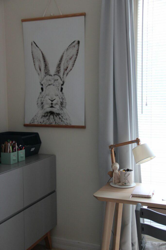 pokój dziecka, tapeta magnetyczna królik, Groovy Magnets królik, biurko Ikea